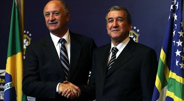 Carlos Alberto Parreira (der. con el técnico de Brasil Luiz Felipe Scolari.