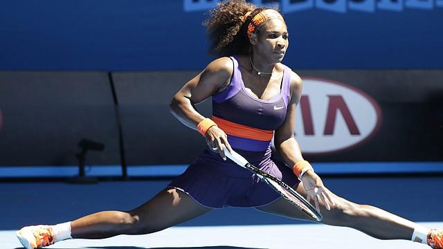 La estadounidense Serena Williams durante el partido con su compatriota Sloane Stephens en los cuartos de final del Abierto de Australia en Melbourne, el miércoles 23.