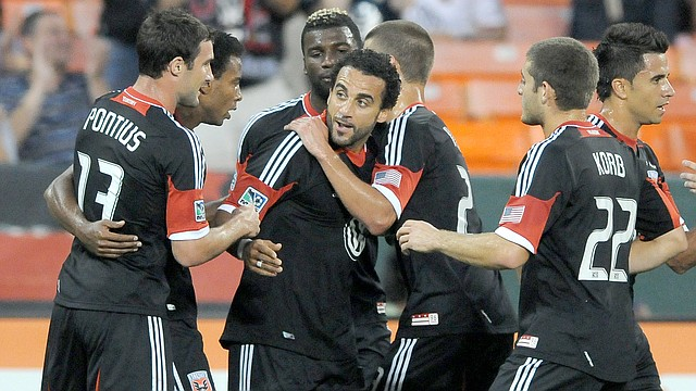 Dwayne De Rosario (centro) está llamado a liderar al D.C. United en la campaña 2013 que comienza el 2 de marzo.