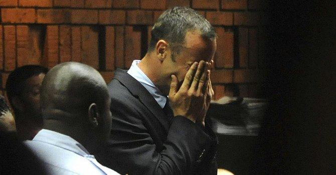 Pistorius rompe a llorar en el tribunal