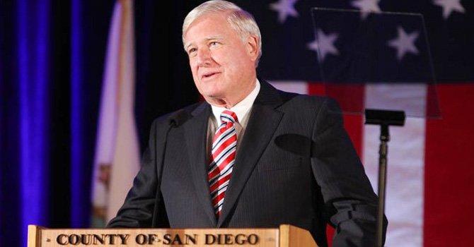 Cox lidera Comisión Costera