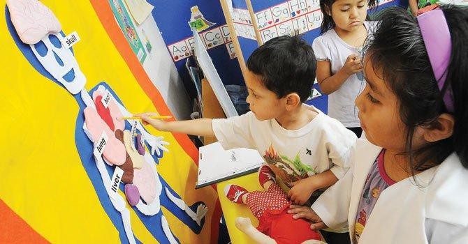 Apenas 0,01% del presupuesto educativo del Distrito se destina a expandir las opciones multilingües