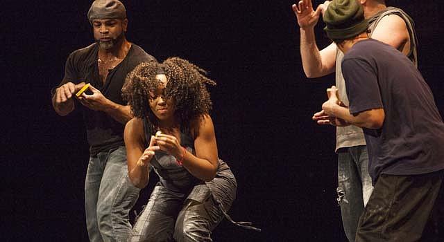 Jay, es una de las tres mujeres que integran el grupo de percusión y danza de origen británico Stomp, que se presenta en el National Theatre de DC del 4 al 9 de febrero.