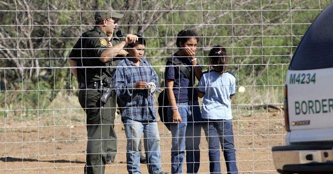Resultado de imagen para niños cruzando la frontera de estados unidos