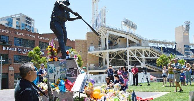 """De luto por """"Mr. Padre""""; San Diego se vio conmovido por la repentina muerte del beisbolista Tony Gwynn"""