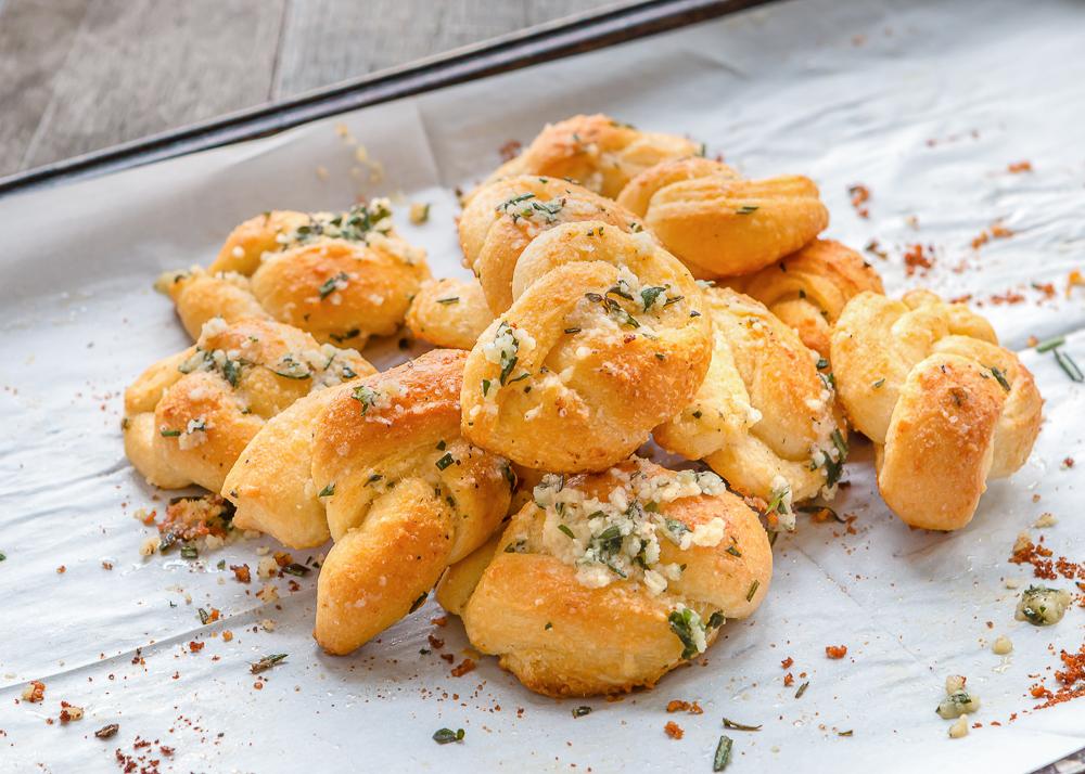 Nuditos de queso y hierbas, una receta que te permitira tener panecitos deliciosos y recién sacaditos del horno  cada vez que quieras… ¡y con mínimo esfuerzo!