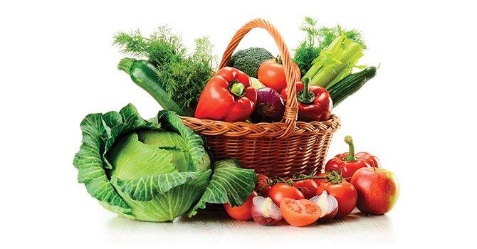 Frutas y verduras crudas: cómo seleccionarlas y servirlas de manera segura