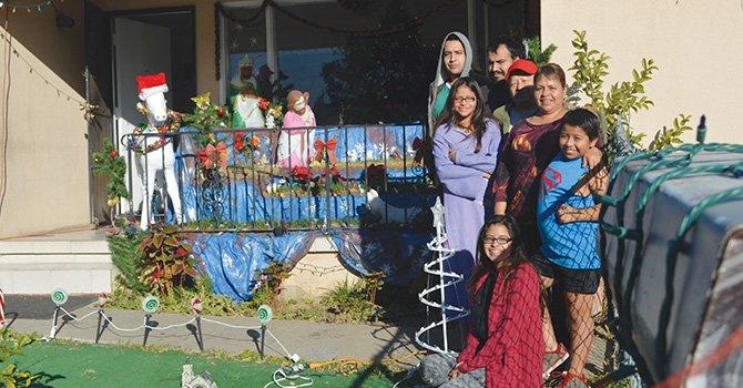 Difieren en su visión, pero las familias expresan, a su manera, su forma de celebrar Navidad