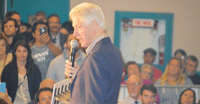 Bill Clinton en San Diego en apoyo a su esposa, la precandidata presidencial demócrata, Hillary Clinton