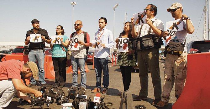Protestan periodistas de Tijuana en la garita por homicidios de reporteros
