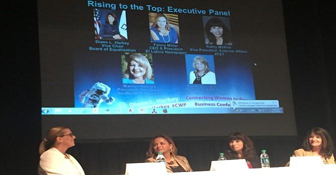 """""""Caminar hacia delante"""", el secreto de cuatro mujeres ejecutivas que participaron en interesante Panel"""