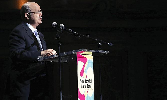El rector del Miami Dade College, Eduardo J. Padrón, ha sido distinguido con el Premio Alvah H. Chapman por su contribución al desarrollo de la economía