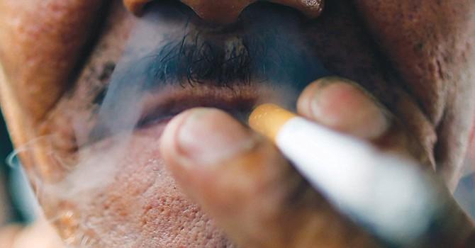 Fumar apenas un cigarrillo por día también aumenta el riesgo de muerte