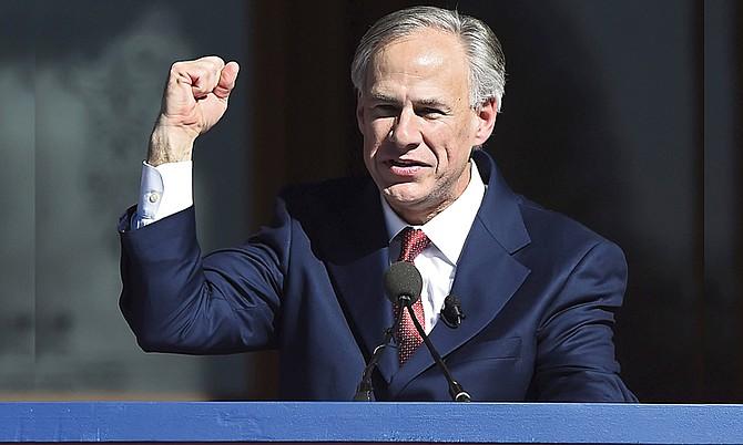 El gobernador de Texas muestra mano dura y asegura que prohibirá las ciudades santuario que defienden la inmigración ilegal