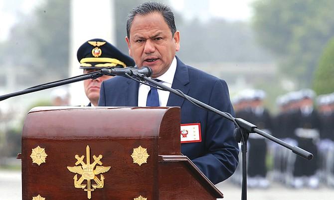 El ministro de Defensa Peruano Mariano Gonzalez renunció a su cargo tras enamorarse de una abogada