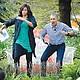El presidente estadounidense Barack Obama y la primera dama Michelle Obama, durante la centenaria tradición de buscar y hacer carreras con los huevos de Pascua. EFE/Olivier Douliery