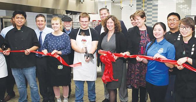 Modernas instalaciones del Programa de Artes Culinarias, fueron inauguradas en Mira Mesa High School