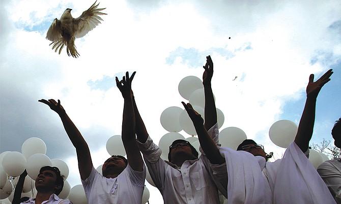 Lo que salió bien y lo que salió mal del acuerdo de paz de El Salvador 25 años después de su firma
