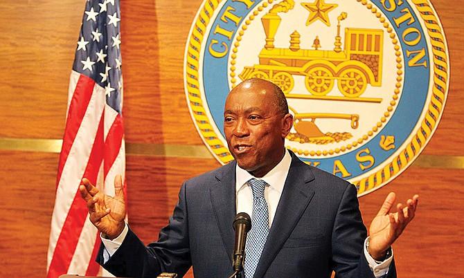 El alcalde de Houston, Sylvester Turner, emitió un fuerte pronunciamiento contra la orden ejecutiva del presidente Donald Trump en la que prohíbe el ingreso al país de inmigrantes