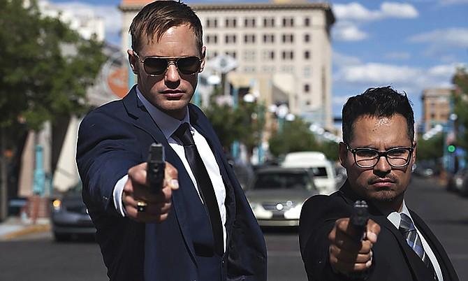 Los policías corruptos juegan con fuego al tratar de engañar a los criminales en el nuevo filme War on Everyone