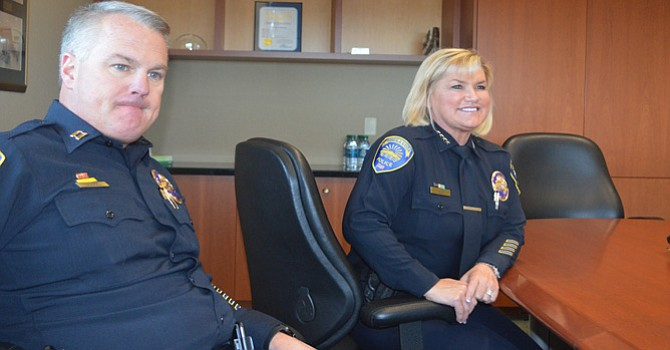 La importancia de que exista una estrecha colaboración entre policía y los ciudadanos, destaca Roxana Kennedy al recibir a visitantes