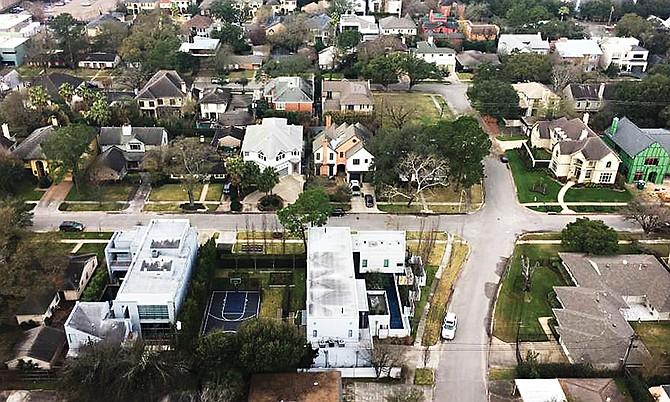 Las ventas de viviendas unifamiliares subieron en enero, con los compradores adquiriendo 4,080 casas en Houston, en comparación con las 4,011 compradas hace un año