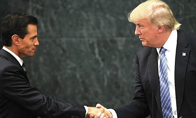 """El presidente de EE.UU., Donald Trump, dijo que su homólogo mexicano, Enrique Peña Nieto, parece """"muy dispuesto"""" a aceptar su ayuda en la lucha contra los cárteles del narcotráfico"""
