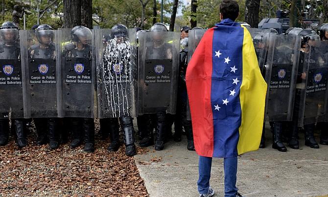 El Servicio Bolivariano de Inteligencia Nacional (Sebin) de Venezuela detuvo a cuatro personas identificadas como coordinadores y activistas de la organización Transparencia Venezuela
