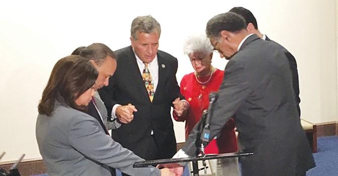 Denuncia el congresista Vargas negociaciones privadas del ICE y republicanos