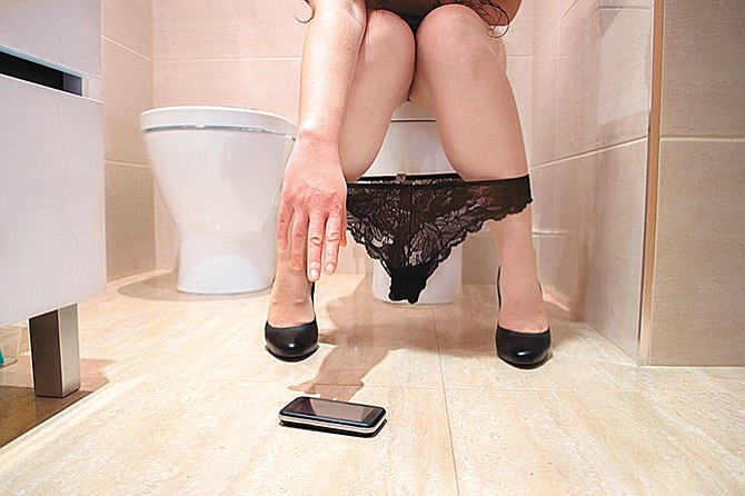 No metas el teléfono móvil al baño