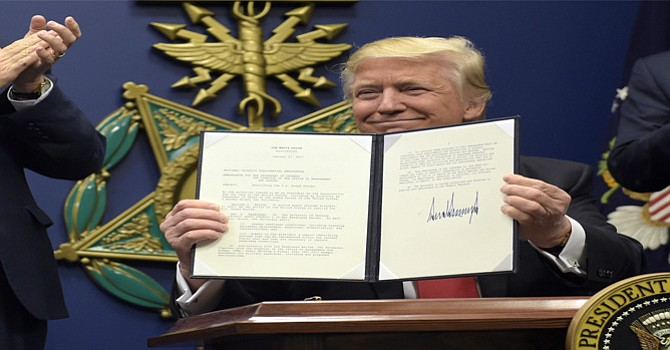 Frena Juez hawaiano prohibición del presidente Donald Trump en contra de refugiados islámicos