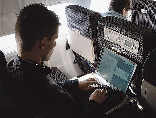 Prohíben laptops y tablets en vuelos desde Medio Oriente