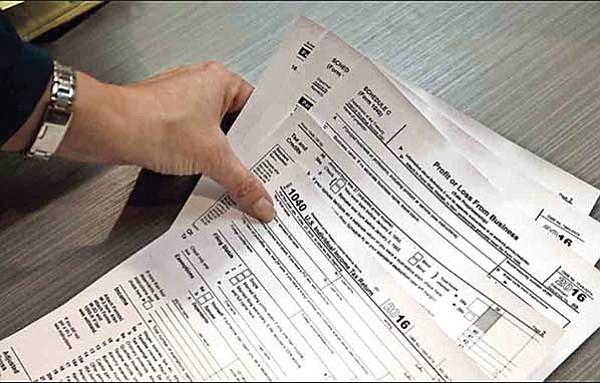 Con declaraci n de impuestos buscan asegurar un lugar en este pa s periodico el mundo - Asegurar coche un mes ...