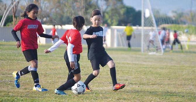 Destacan latinos (as), jugadores (as) de fútbol sóccer en partidos efectuados en diversos escenarios locales