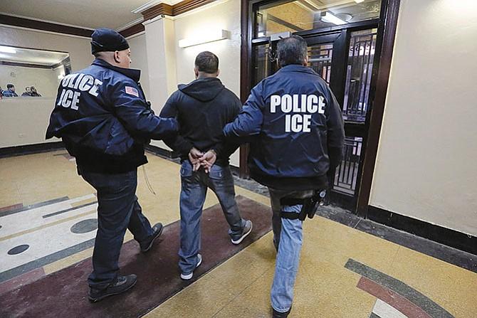 Cárceles texanas esperan hacer negocio con indocumentados
