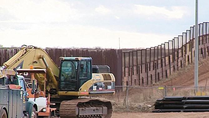 Contratistas del muro temen un entorno hostil