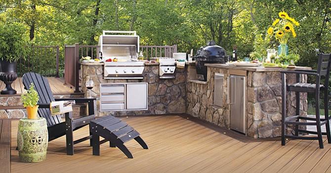 La cocina al aire libre, una propuesta que permite relajar a los invitados y participar en un gran convivio
