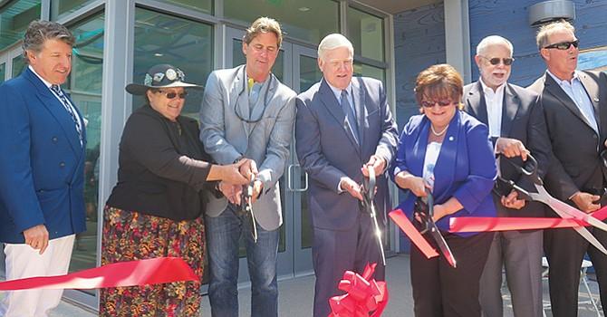 Nueva Biblioteca para la comunidad de Imperial Beach; cerca de 300 personas acudieron a ceremonia de apertura