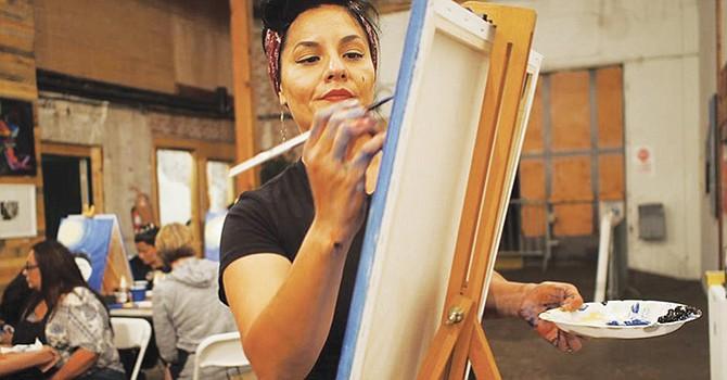 Artista plástica de Chula Vista cuenta su increíble historia de vida, y como su arte ha sido su terapia