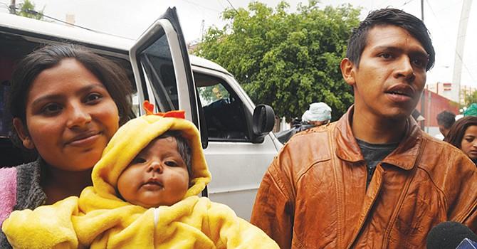 Cruzan frontera, centroamericanos buscan asílo huyendo de las pandillas