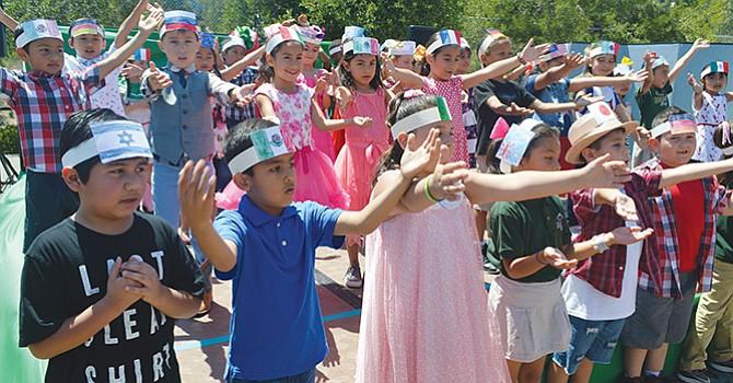 Festejan 5 de Mayo, padres de familia de Golden Hill  Elementary  School; aunque difieren sobre la celebración