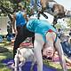 En el benévolo ecosistema de los practicantes de yoga empieza a germinar una tendencia que busca subrayar la comunión con la naturaleza, esa suerte de principio base de la disciplina, y que consiste en incluir a animales de toda pelambre en las sesiones.