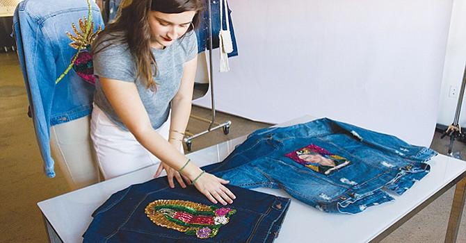 La Virgen de Guadalupe inspira moda en millennials latinas de Estados Unidos
