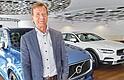 El presidente y director ejecutivo de Volvo Cars, Hakan Samuelsson, habla durante una entrevista en la sala de muestras de Volvo en Estocolmo (Suecia), hoy 5 de julio de 2017. EFE