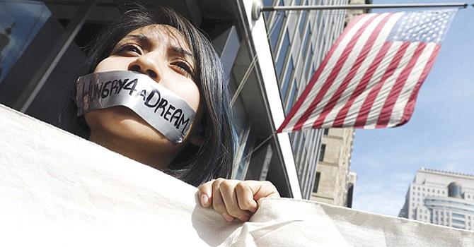 """""""Soñadores"""" y activistas en huelga de hambre contra medidas antinmigrantes"""