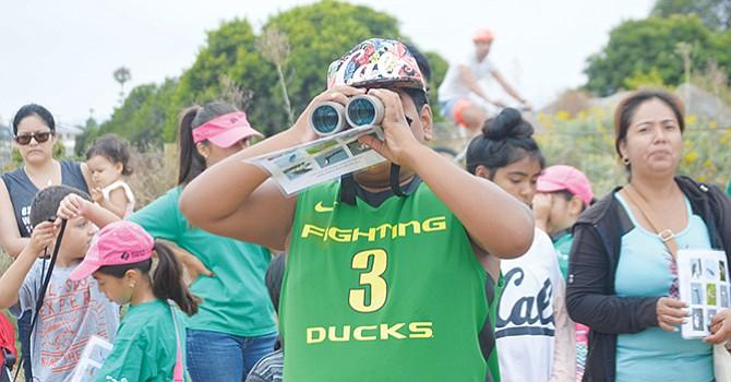 Realizan recorrido miembros de Girls Scout Troop para reconocer las aves de la región