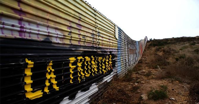 """EU elige a cuatro empresas para  construir un muro """"sólido"""" con México"""