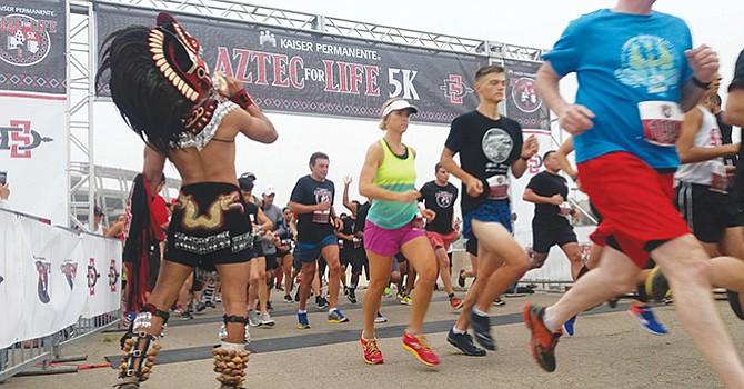 Familias corren por la salud, evento organizado por la Universidad Estatal de San Diego y Kaiser Permanente