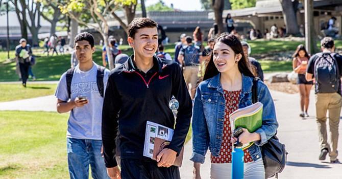 Recursos del estado para que los estudiantes terminen una carrera, muchos egresados de preparatoria no pueden ir a la universidad porque deben trabajar