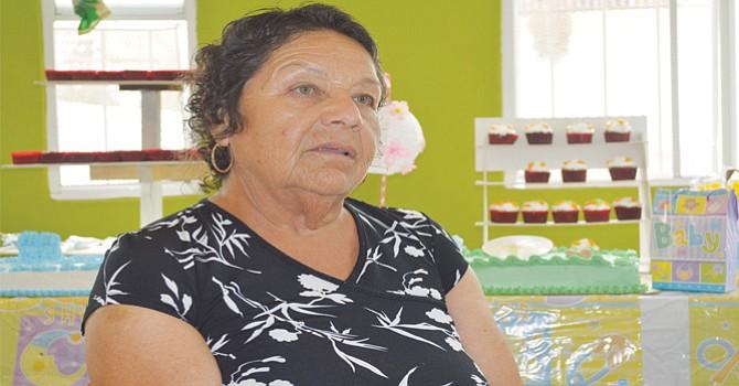 """Amor por inmigrantes; """"Mamá Yoli"""" ha dedicado gran parte de su vida a proporcionarles alimento"""